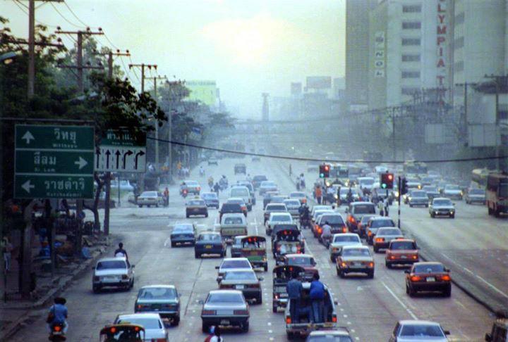 ถนนพระราม 4 แยกศาลาแดงปี 2533 สมัยยังไม่มีสะพานไทย-ญี่ปุ่น