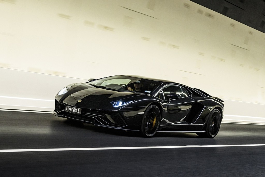 Lamborghini-Aventador-S-front-tunnel-action_HEADER