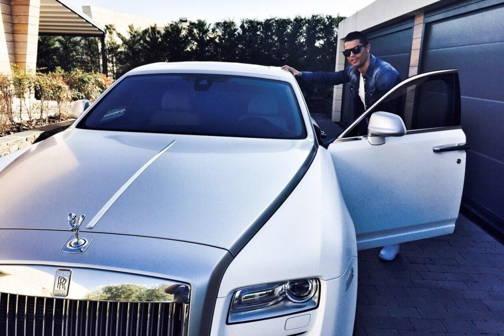cristiano-ronaldo-leaves-for-training-in-his-rolls-royce-ghost-92911_1