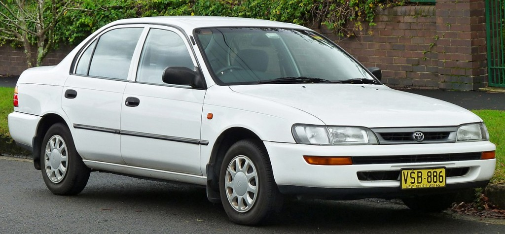 1200px-1996-1999_Toyota_Corolla_(AE101R)_CSi_sedan_(2011-06-15)_01