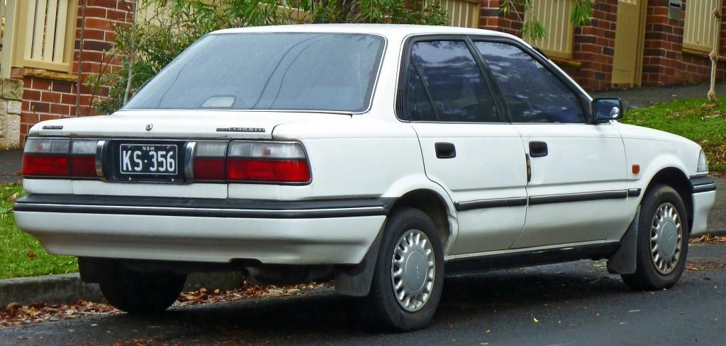 1991-1992_Toyota_Corolla_(AE94)_CSi_sedan_(2011-07-17)