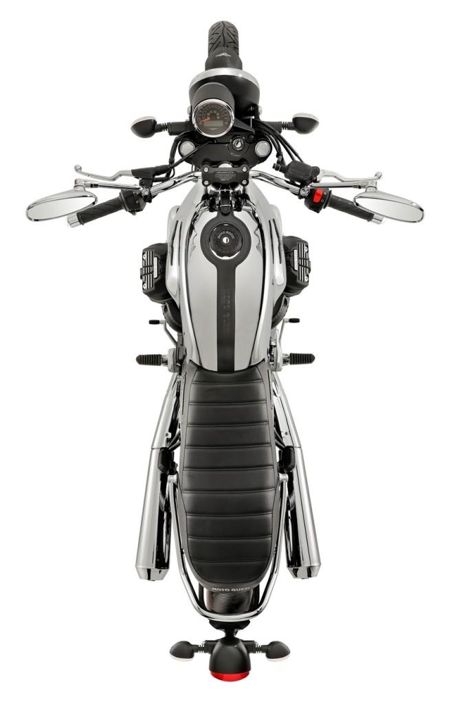 Moto Guzzi V7 III Carbon Shine Limited Edition_001