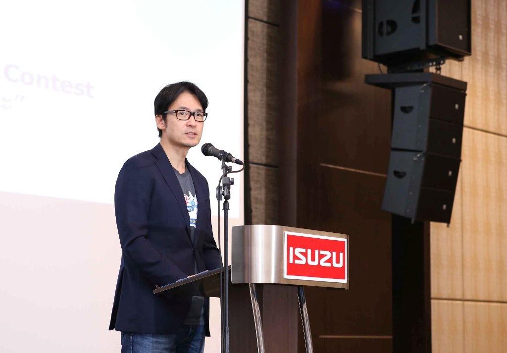 มร. โทชิอากิ มาเอคาวะ กรรมการผู้จัดการ บ.ตรีเพชรอีซูซุเซลส์ จำกัด  (2)