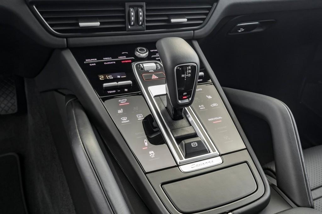 Porsche-Cayenne_E-Hybrid-2019-1600-89
