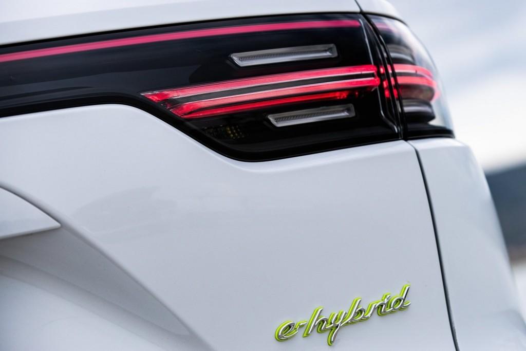 Porsche-Cayenne_E-Hybrid-2019-1600-98