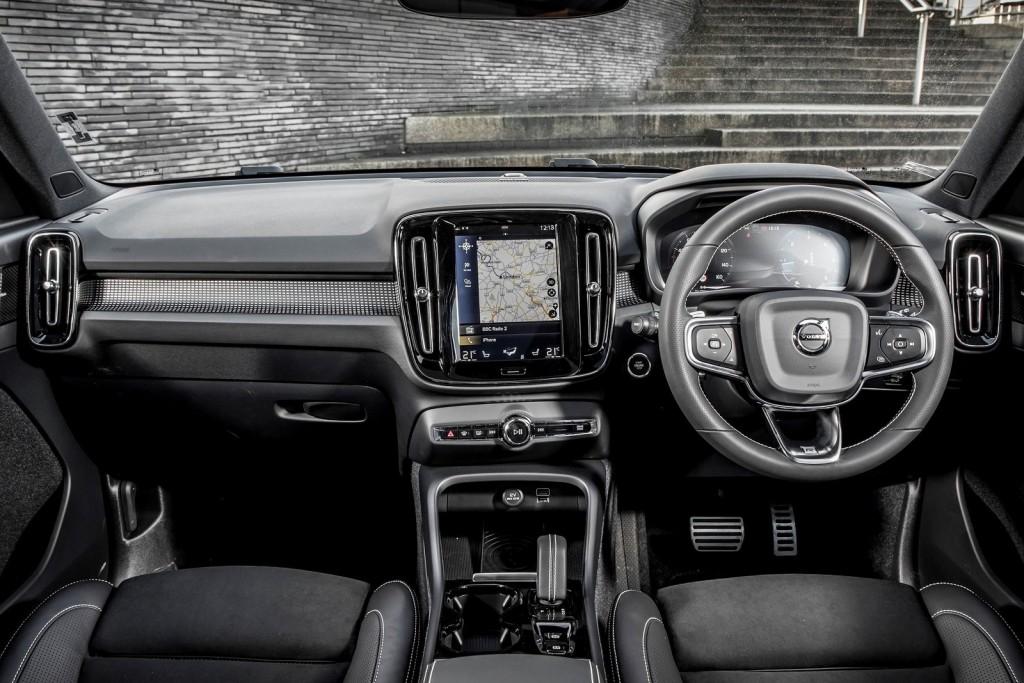 Volvo-XC40_UK-Version-2018-1600-4d