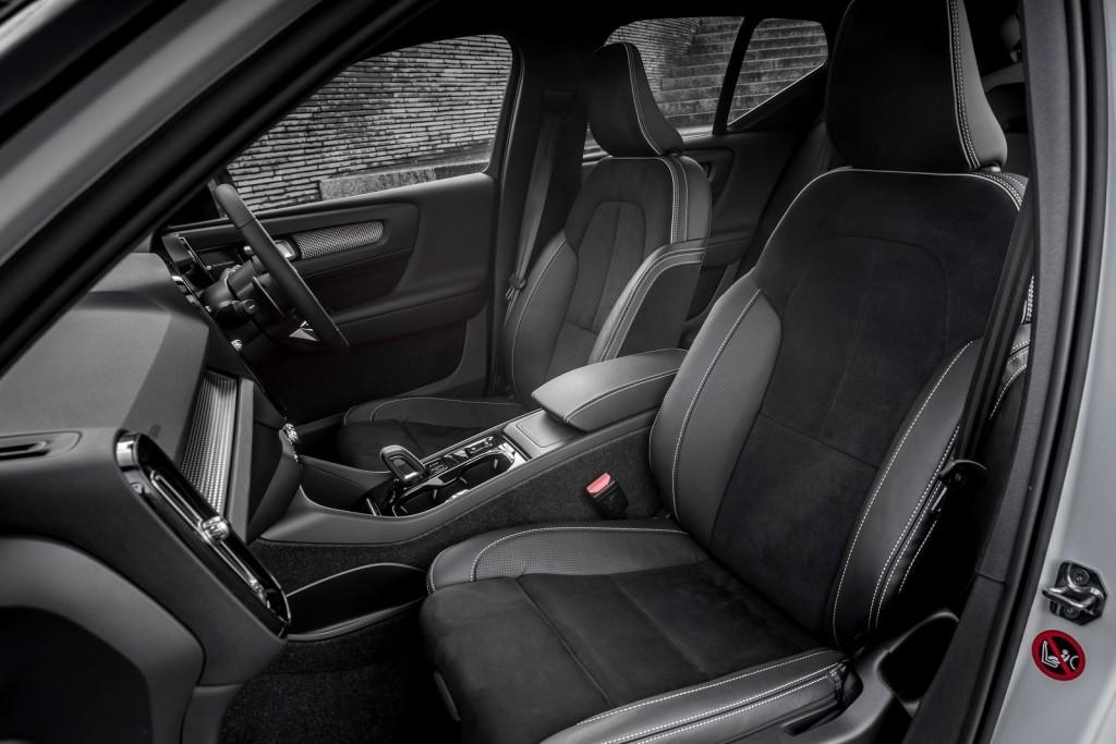 Volvo-XC40_UK-Version-2018-1600-50