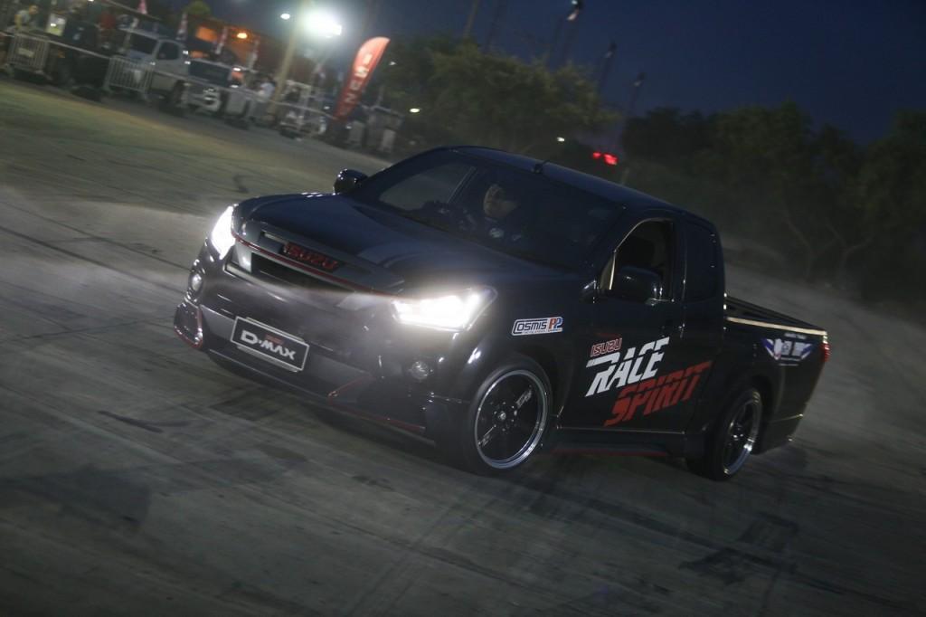 03. Drift Show ด้วยรถอีซูซุ 1.9 Ddi Blue Power โดย คุณจุ๊บ- ณัฐพล อังฤทธานนท์