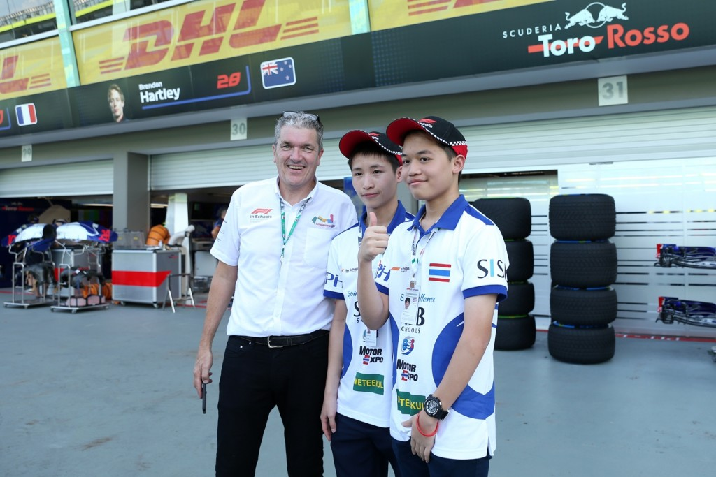 Andrew Denford, F1 in Schools and F1 in Schools students in the pit lane at Formula One World Championship, Rd15, Singapore Grand Prix, Preparations, Marina Bay Circuit, Singapore, Thursday 13 September 2018.