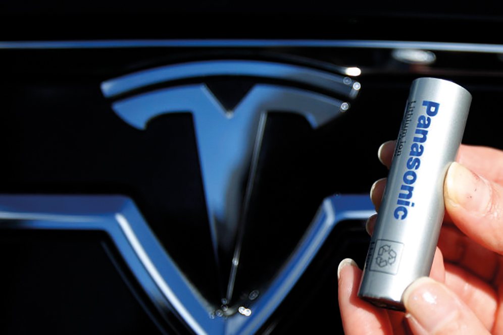 A Panasonic Corp's lithium-ion battery, which is part of Tesla Motor Inc's Model S and Model X battery packs, is pictured with Tesla Motors logo during a photo opportunity at the Panasonic Center in Tokyo, ahead of the 2013 Tokyo Motor Show, November 19, 2013. The Tokyo Motor Show will be held from November 22 to December 1. REUTERS/Yuya Shino (JAPAN - Tags: TRANSPORT BUSINESS LOGO)