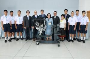 บีเอมดับเบิลยู มอบเครื่องยนต์ให้แก่โรงเรียนจิตรลดาวิชาชีพ