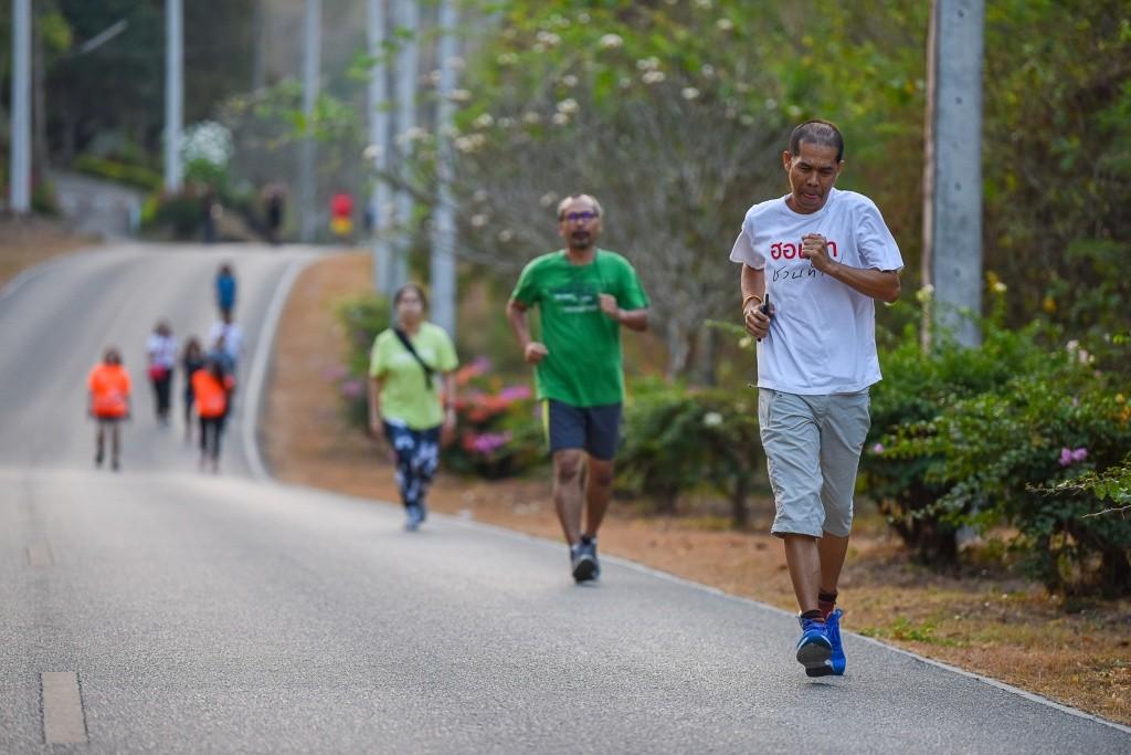 สื่อมวลชนร่วมกันวิ่งออกกำลังกาย บริเวณ สันเขื่อนแก่งกระจาน_1
