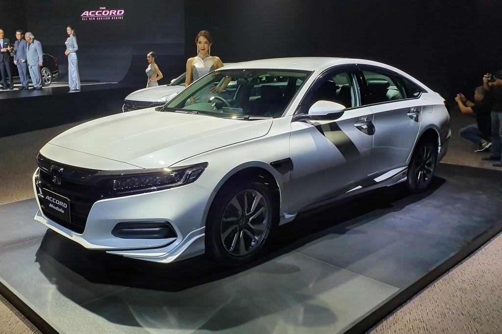 เผยสเปค และราคาเบื้องต้น ! ของ Honda Accord รุ่นล่าสุด 2 ทางเลือก เครื่องยนต์เบนซิน เทอร์โบ 1.5 ลิตร 190 แรงม้า และขุมพลังไฮบริด 215 แรงม้า