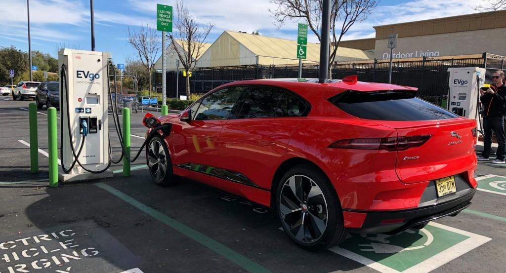 Jaguar-I-Pace-charging-e1547965691674