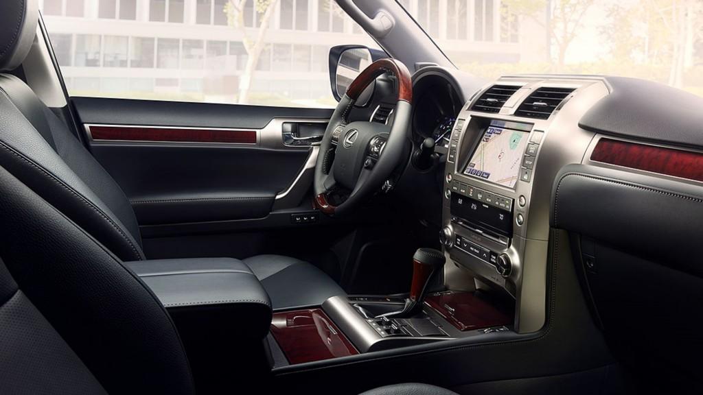 Lexus-GX-interior-black-leather-trim-overlay-1204x677-LEX-GXG-MY17-0041