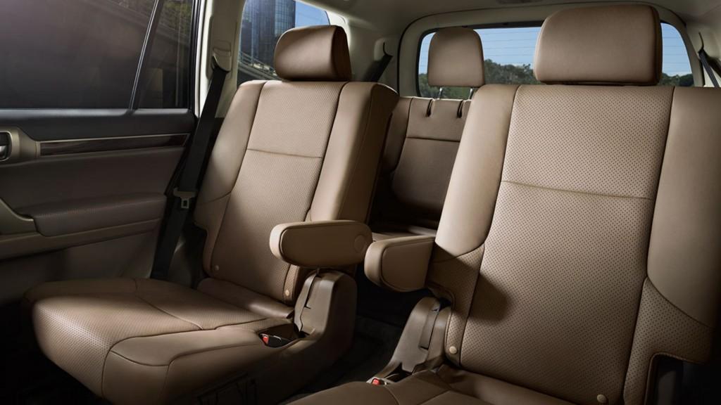 Lexus-GX-interior-ecru-leather-trim-overlay-1204x677-LEX-GXG-MY17-0018