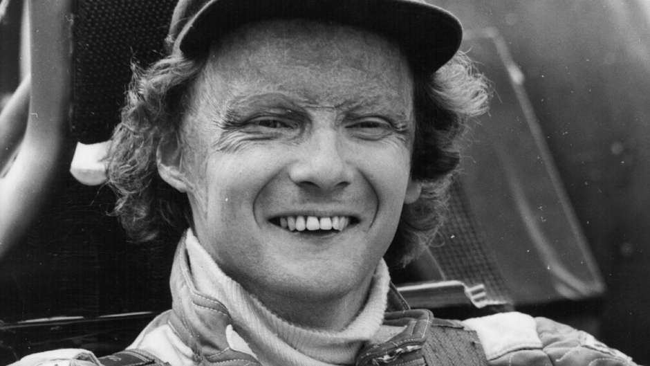 niki-lauda-winning-the-f1-championship-in-1977_1waiypmp8ubac1f3408op14s15