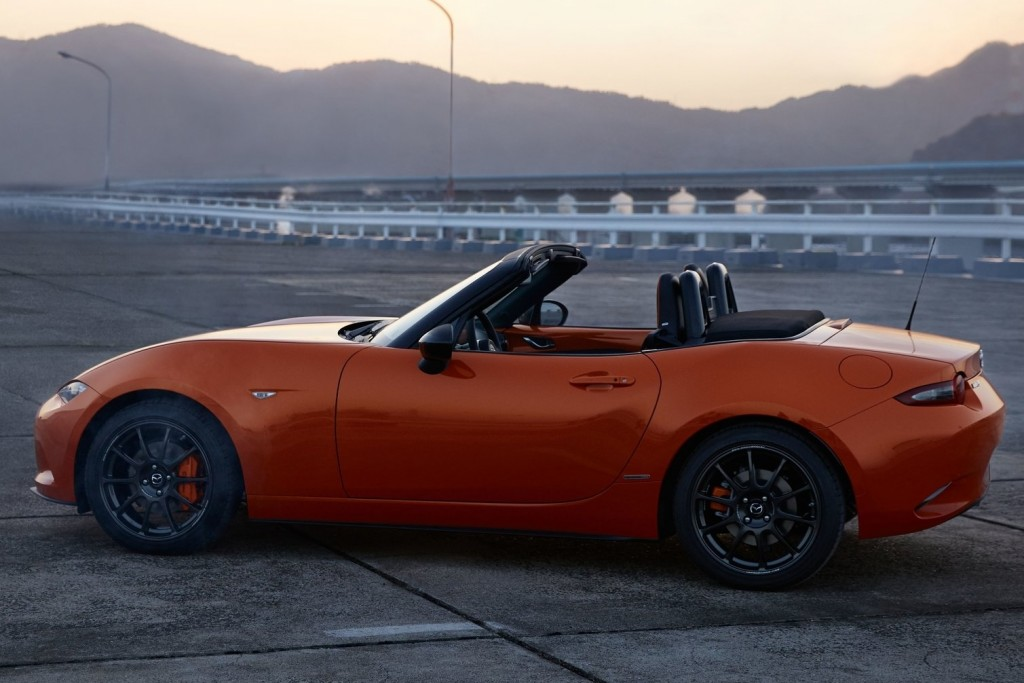 Mazda-MX-5_30th_Anniversary-2019-1600-03