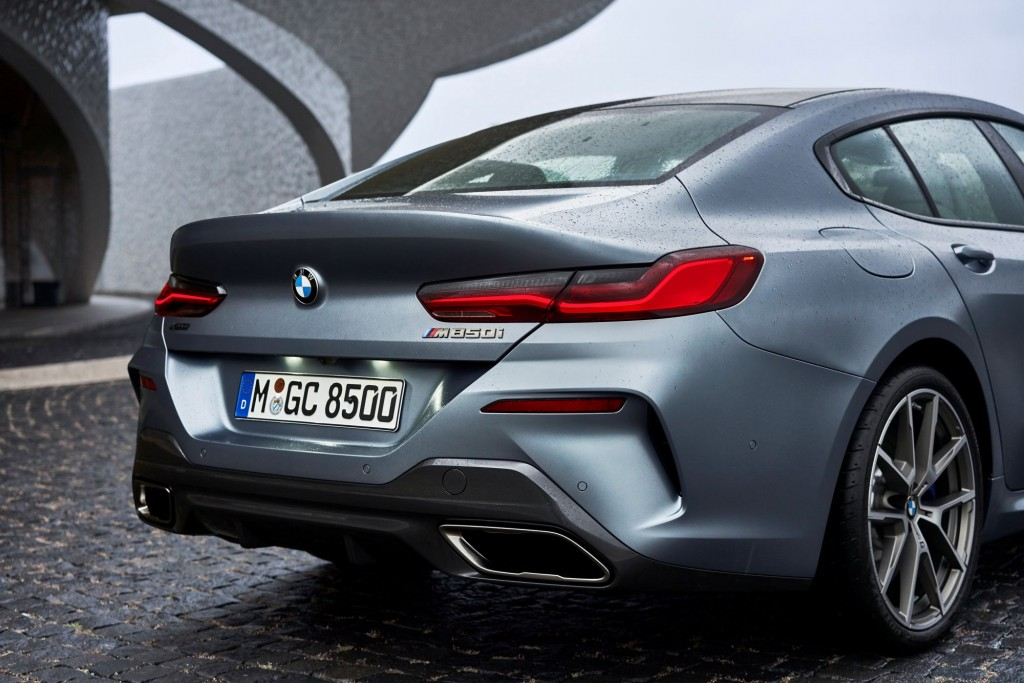 P90351088_highRes_the-new-bmw-8-series