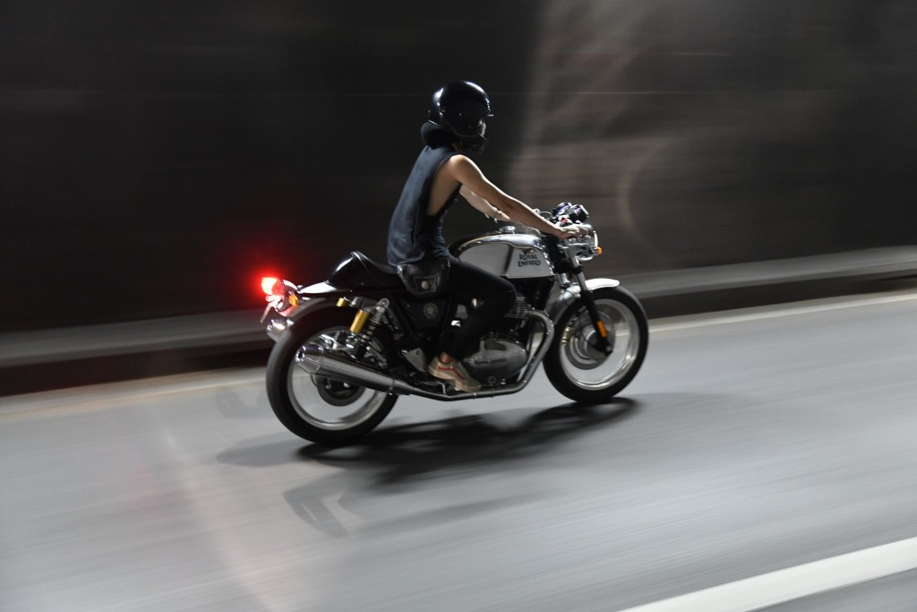 RE Cafe Racer Night Ride 05