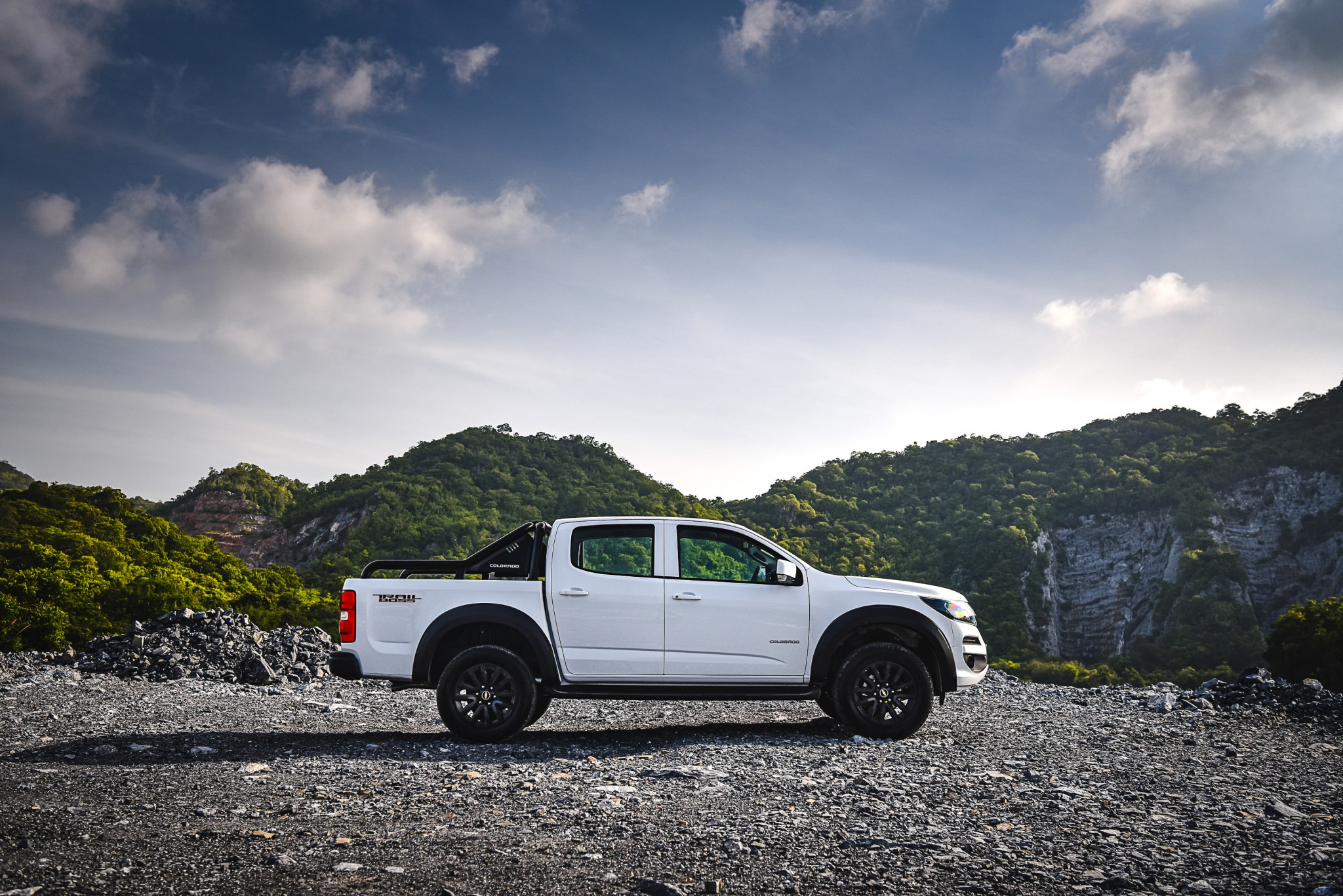Chevrolet Colorado Trail Boss_Side mtn