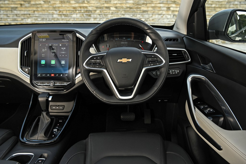 All-New Chevrolet Captiva Premier_int. cockpit_small