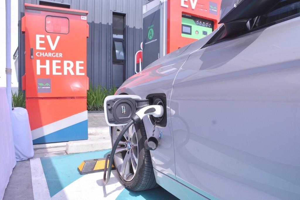 ยานยนต์ไฟฟ้ามาแรง ธุรกิจน้ำมันต้องปรับตัว !