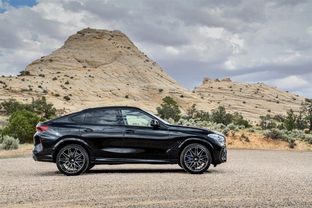 P90367368_highRes_the-new-bmw-x6-m-and (Large)