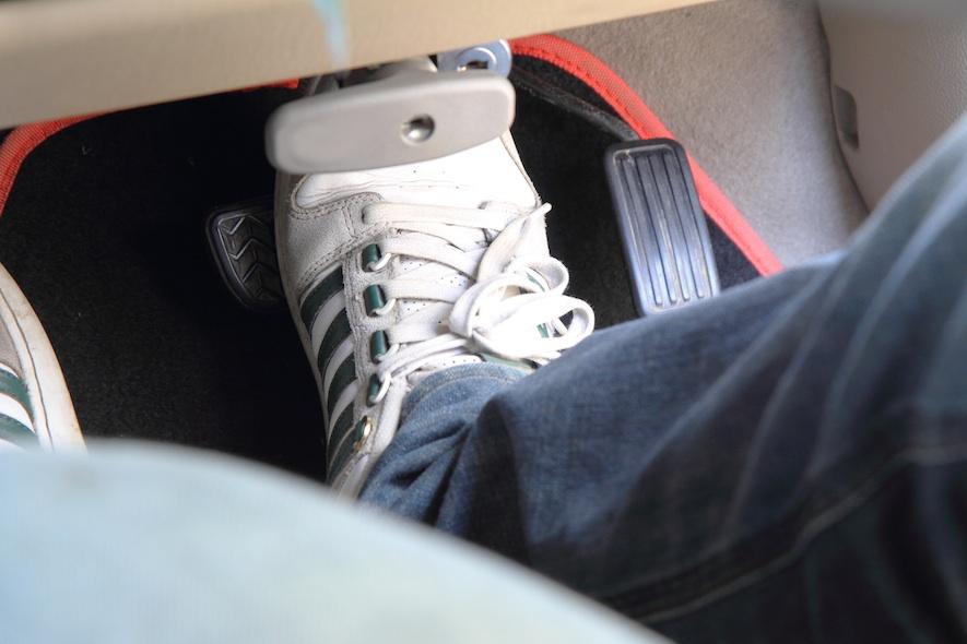ใส่รองเท้า (ขับรถ) ผิด ชีวิตเสี่ยง !