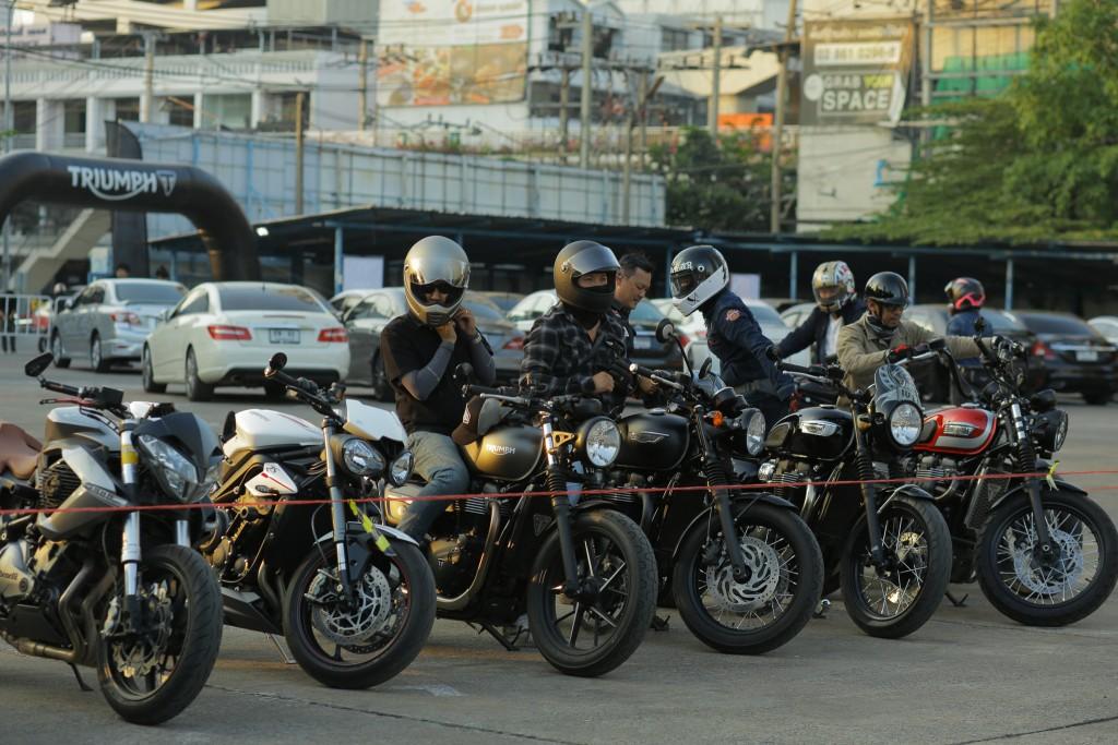 07.รถจักยานยนต์ไทร์อัมพ์หลายหลายรุ่น