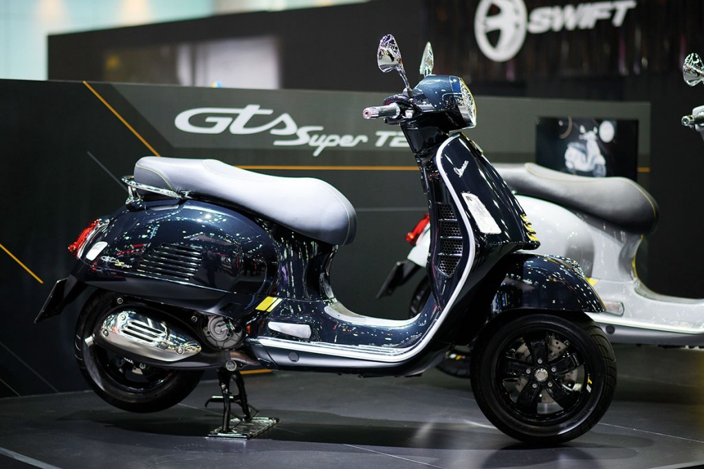 Vespa-GTS-Super-Tech-300-ABS)
