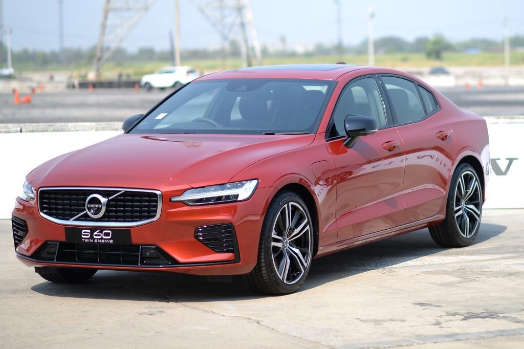 ถึงใจเกินคาด ! กับการทดลองสมรรถนะของ Volvo S60 ซีดานขุมพลังไฮบริดรุ่นใหม่ สมทบด้วยรุ่น V60 และ XC40