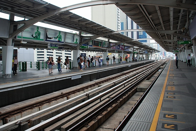 800px-BTS_Asok_Station
