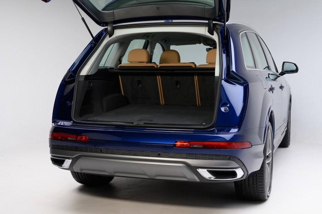 The New Audi Q7 45 TDI quattro S line_ภายใน_09