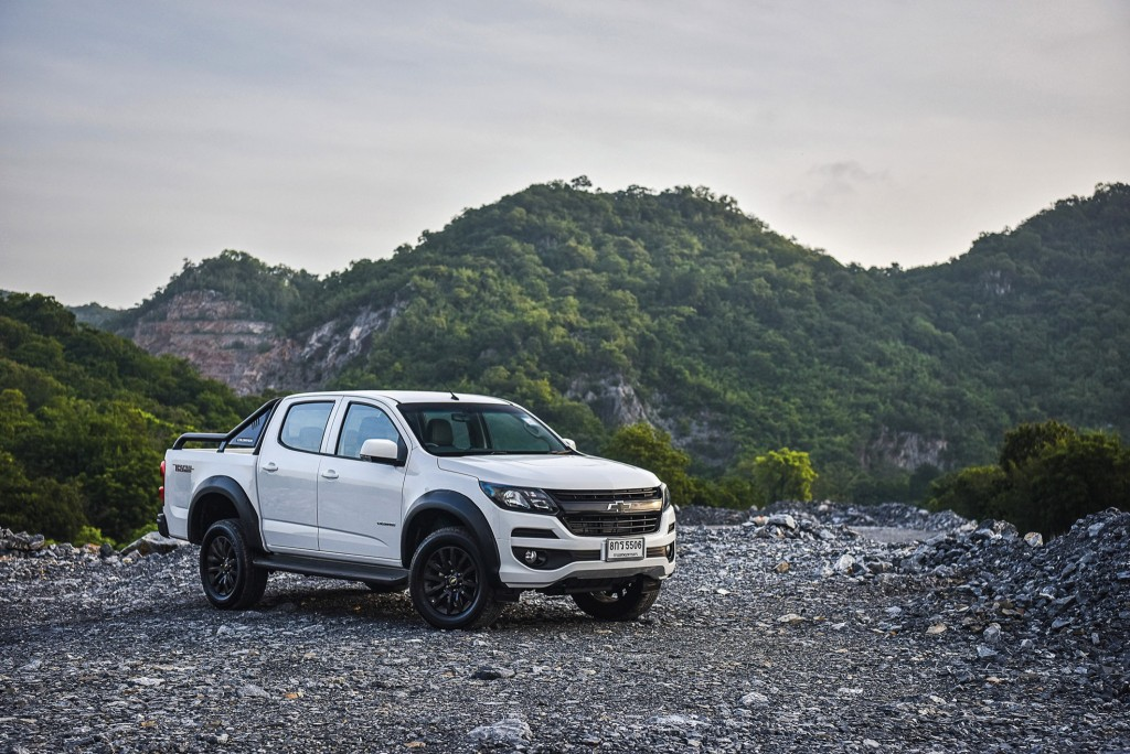 Chevrolet Colorado Trail Boss_F3Q mtn 1