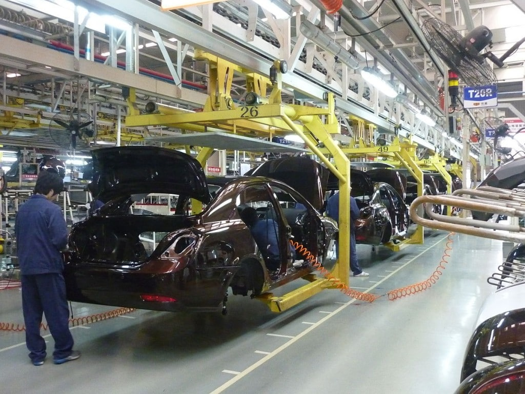 1200px-Geely_assembly_line_in_Beilun2C_Ningbo