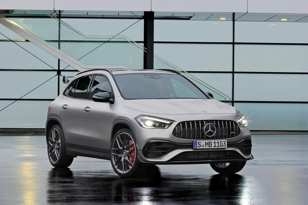 Mercedes-AMG GLA45 S 4MATIC+(Kraftstoffverbrauch kombiniert 9,3-9,2  l/100 km; CO2-Emissionen kombiniert 212-210 g/km) Exterieur, Front Perspektive, AMG spezifische Kühlerverkleidung;Kraftstoffverbrauch kombiniert 9,3-9,2  l/100 km; CO2-Emissionen kombiniert 212-210 g/km* Mercedes-AMG GLA45 S 4MATIC+ (Combined fuel consumption 9,3-9,2 l/100 km; combined CO2-Emission 212-210 g/km), Exterior, AMG specific radiator grill, front perspective;Combined fuel consumption 9,3-9,2 l/100 km; combined CO2-Emission 212-210 g/km*