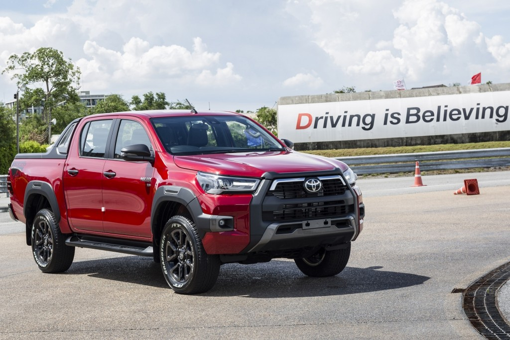Toyota Hilux Revo Rocco Test Drive  (13)
