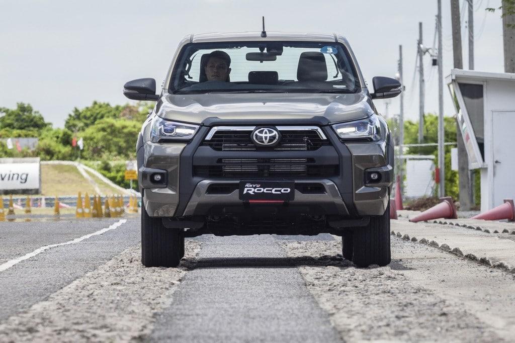 Toyota Hilux Revo Rocco Test Drive  (15)