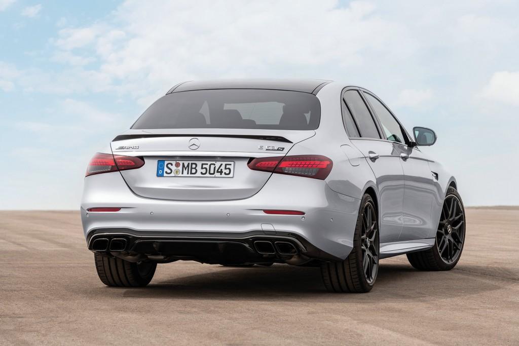 Mercedes-AMG E 63 S  Limousine (Kraftstoffverbrauch kombiniert: 11,6 l/100 km, CO2-Emissionen kombiniert: 267 g/km), 2020,  Outdoor, Heckansicht, Exterieur: Hightechsilber metallic  Mercedes-AMG E 63 S Sedan (combined fuel consumption: 11,6 l/100  km, combined CO2 emissions: 267 g/km), 2020, Outdoor, back, exterior: Hightechsilver metallic