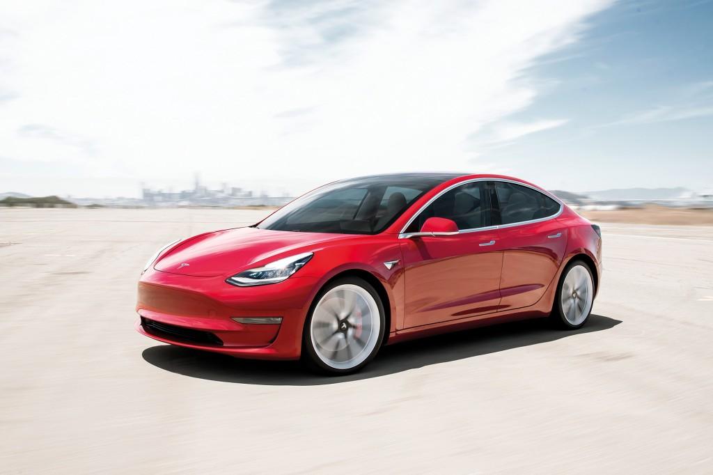 TTT303.feat_main_auto.Tesla_Model3 7d305b74f9fc430d8672996a1db73