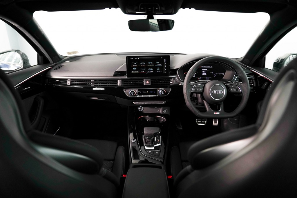 Audi A4 Avant_ภายใน_02