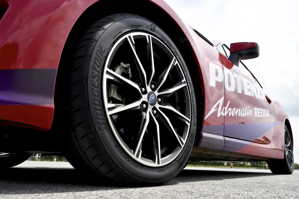 Bridgestone Potenza Adrenalin RE004  (13)