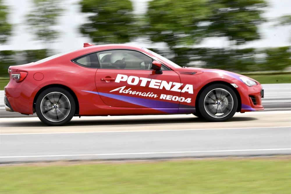 Bridgestone Potenza Adrenalin RE004  (15)