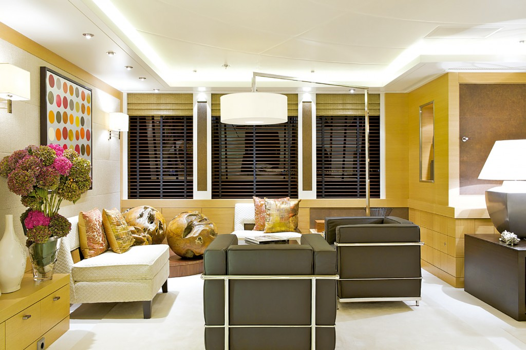 HIW140.trans_yachts.interior_2 28bcd8ded6fd4f4d84b250db518c569d