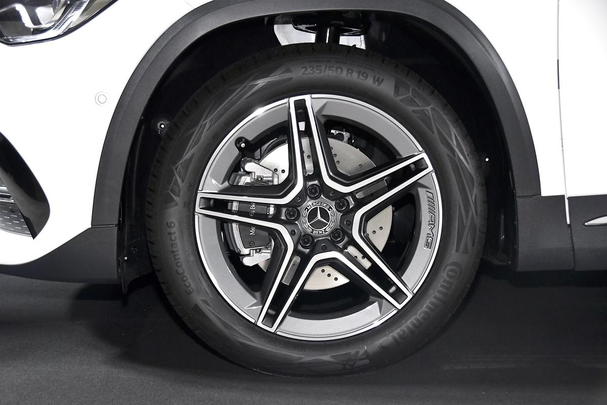 Mercedes-Benz GLA 200 AMG Dynamic (5)