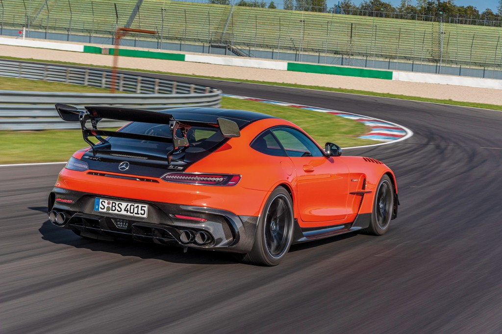 AMG GT Black Series, magmabeam, Leder Exklusiv Nappa / Mikrofaser DINAMICA – schwarz;Kraftstoffverbrauch kombiniert 12,8 l/100 km, CO2-Emissionen kombiniert 292 g/km* AMG GT Black Series, magma beam,Exclusive nappa leather / DINAMICA microfibre – black;Combined fuel consumption 12,8 l/100 km, combined CO2 emissions 292 g/km*