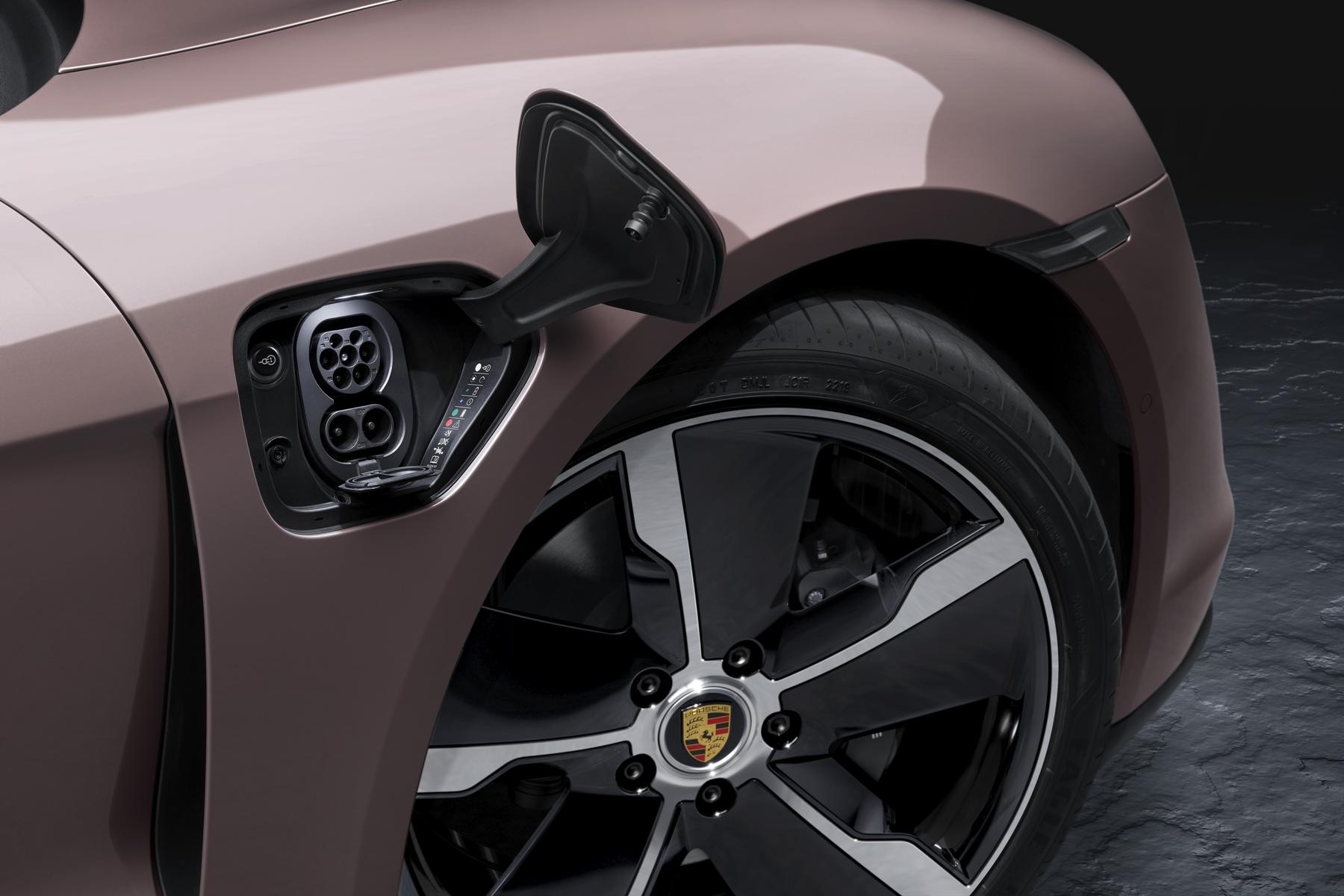 Porsche Taycan AAS AutoinfoOnline (2)