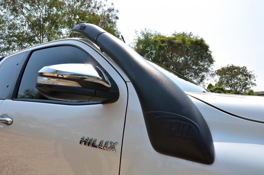 TOYOTA HILUX REVO SMART CAB PRERUNNER