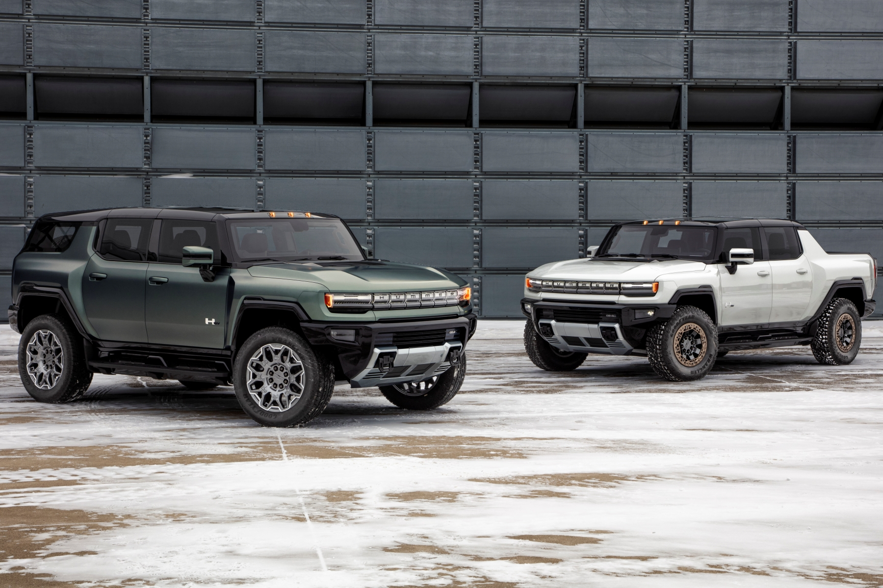 The GMC HUMMER EV SUV completes the HUMMER EV family and features a 126.7-inch wheelbase for tight proportions and a maneuverable body, providing remarkable on- and off-road capability.